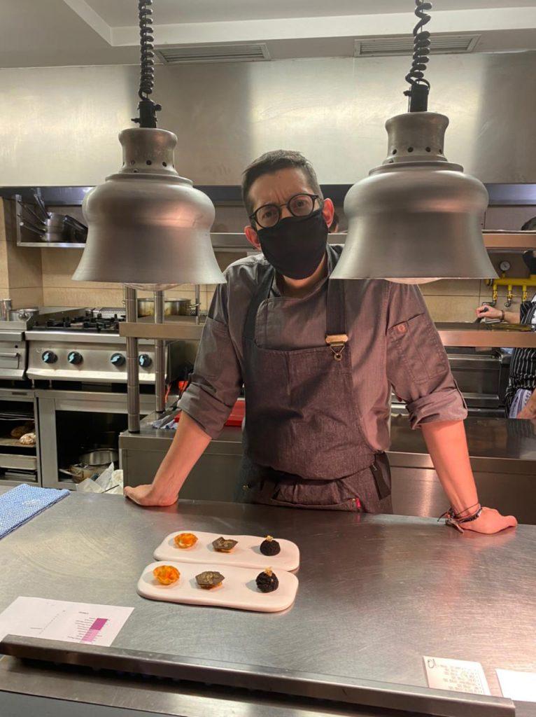 Ο chef Αλέξανδρος Τσιοτίνης στην κουζίνα του CTC