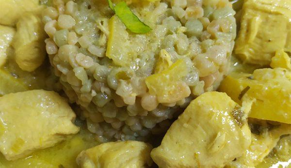 Κοτόπουλο Μεσογειακό με Λεμόνια, Ελιές, Σαφράν και Κους Κους Λαχανικών