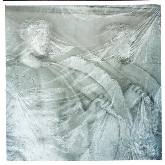 Γιάννης Καρπούζης γλυπτό Ancient soldiers wrapped in cellophane